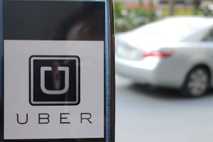 La compañía Uber cobró hasta 7 veces el precio de un viaje.