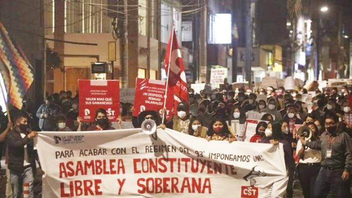 Imagen de manifestación por una asamblea constituyente libre y soberana